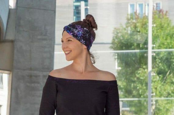 Frauen mit Stirnband